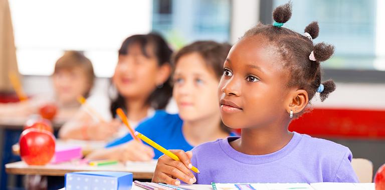 Trabalhador deve comprovar frequência escolar dos filhos